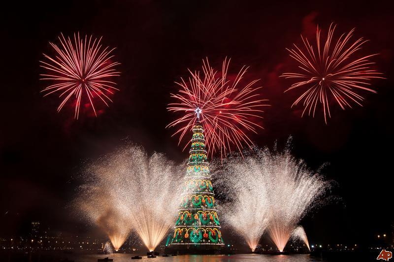 aptopix brazil christmas tree lighting 2009 12 5 20 10 25 - Christmas Traditions In Brazil